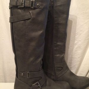 Guess gray kneehigh boots size 6 NEW